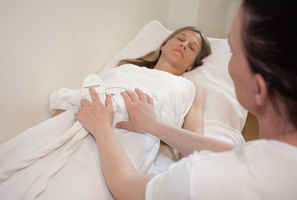 Cryolipolyse: Fettzellen einfach wegfrieren und dabei entspannen